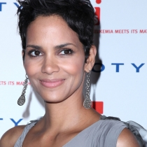 Halle-Berry-Beautiful-Short-Hairstyles-01
