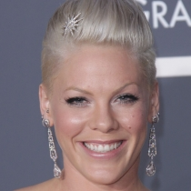 pink-short-high-sculpted-hairstyle-at-the-2010-grammy-awards-784x1024